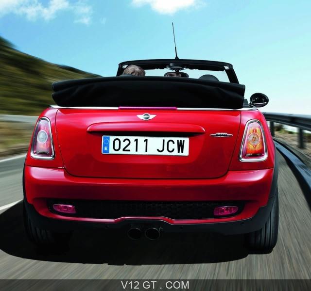 mini cooper jcw cabriolet ce cabriolet sport est dot e d 39 un moteur 1 6l turbo de 211 cv. Black Bedroom Furniture Sets. Home Design Ideas