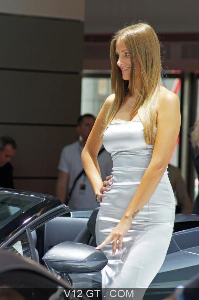 mondial de l 39 automobile paris 2010 h tesse lamborghini debout 5 mondial de l 39 automobile 2010. Black Bedroom Furniture Sets. Home Design Ideas