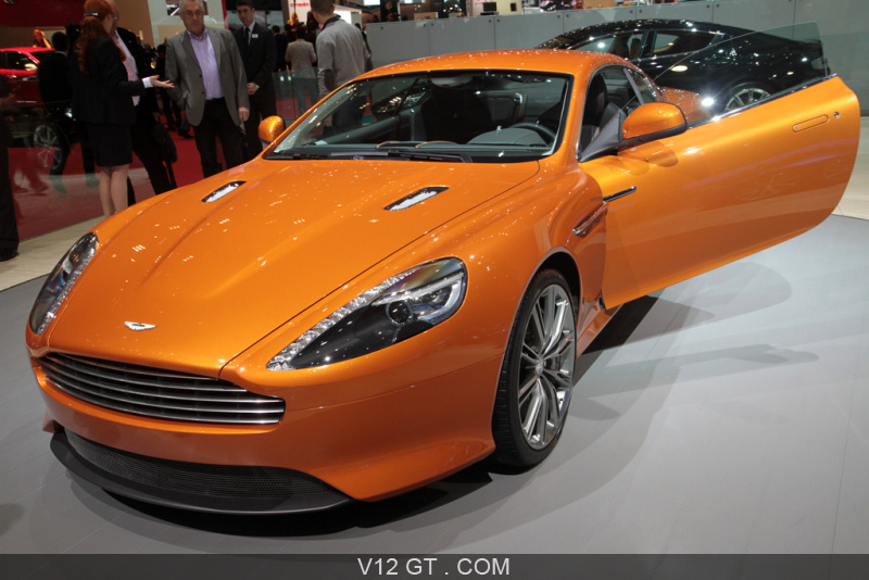 Aston martin virage orange 3 4 avant gauche porte ouverte for Porte ouverte salon degermann