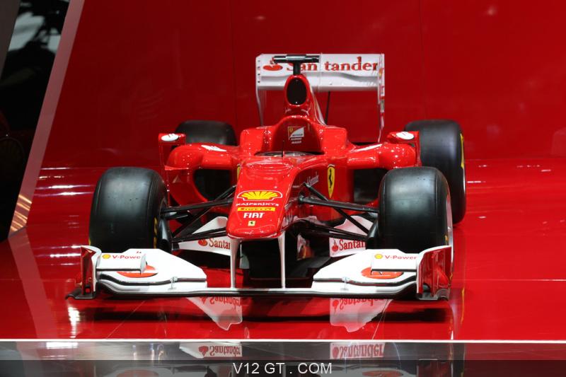 Ferrari formule 1 rouge face avant salon de gen ve 2011 for Formule 1 salon de provence