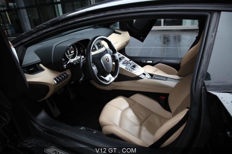 Lamborghini aventador noir int rieur 2 lamborghini for Interieur lamborghini